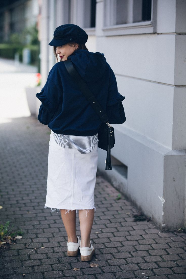 How to Accessorize for Fall: Baker Boy Hat, Vintage Bag and Ruffle Sweater: https://goo.gl/9mZmFY