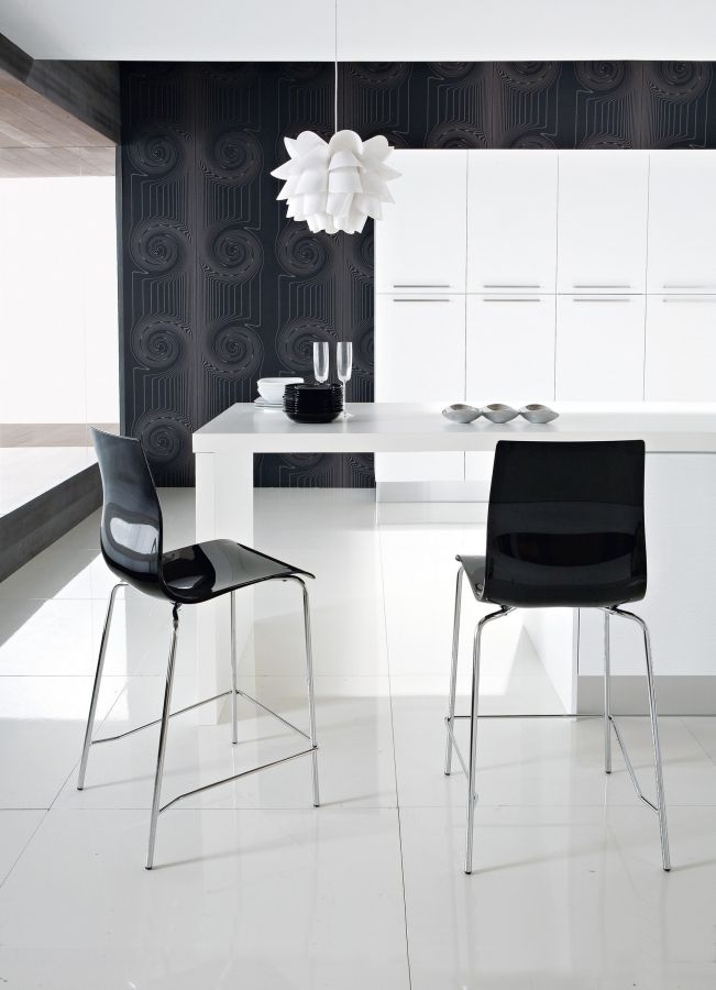 Gel Domitalia  Great personality for the stool Gel by Domitalia, made with the innovative styrene acrylonitrile material.  Available in different variants, it's a fun and easy to match stool.  Practical, easy to clean and resistant, is suitable to decorate the house or contract without any difficulty.  http://www.martinelstore.com/en/prod/chairs/stool/gel-domitalia-1840.html