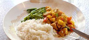 Voor deze kip madras met sperziebonen en rijst heb je geen pakje nodig. Alleen verse ingrediënten en wat kruiden. Kijk hier voor mijn kip madras recept.