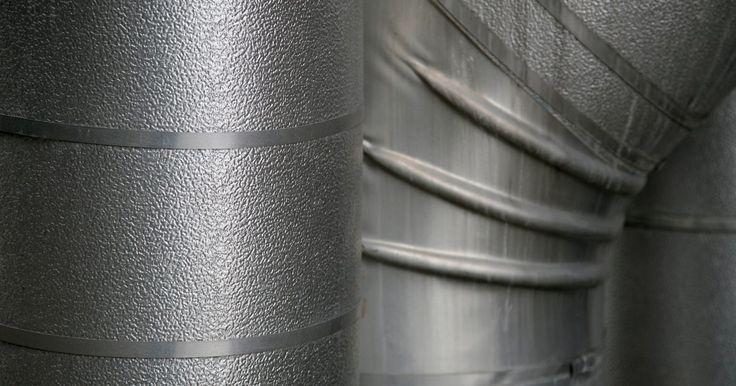 ¿Cuáles son los peligros de los recipientes de metal galvanizado?. Los recipientes de metal galvanizado pueden parecerse a los recipientes de acero inoxidable, pero incluyen ciertos riesgos o peligros. A veces estos recipientes funcionan como pequeños refrigeradores cuando se reciben visitas, o como base para centros de mesa elaborados. Incluso, cuando se utilizan con un revestimiento de plástico, pueden servir ...