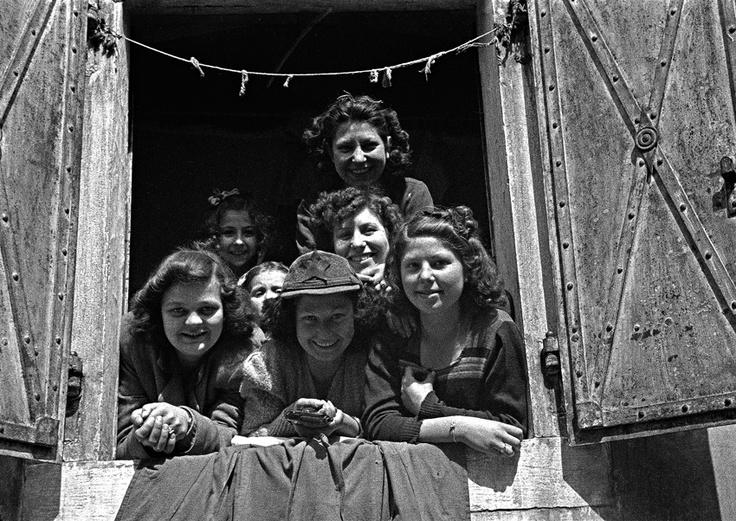 Stella rossa e rivoltella (Trieste, maggio 1945)