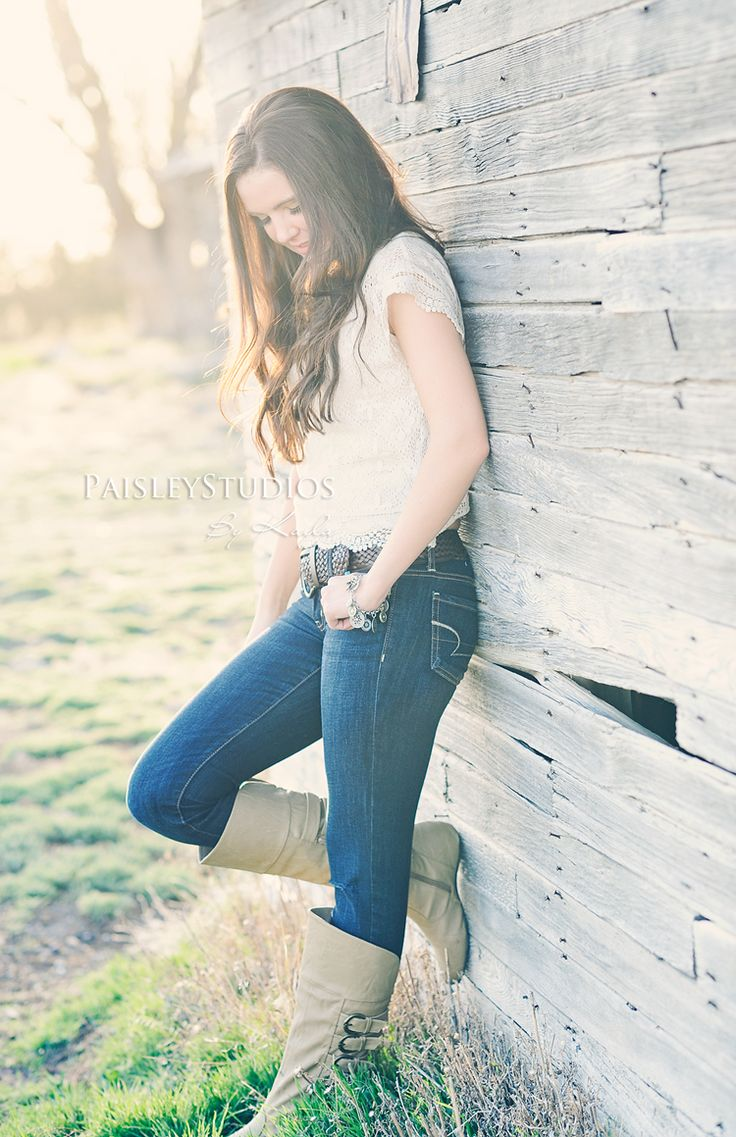 Cool senior picture idea | Outside | Sunny