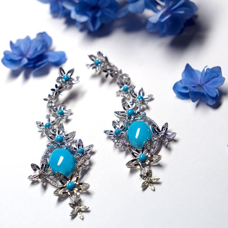 Серьги «Альциона». В центре каждой звезды – яркая  аризонская бирюза в соцветии бриллиантов. #cluev #jewellery #earrings #torquoise #diamonds