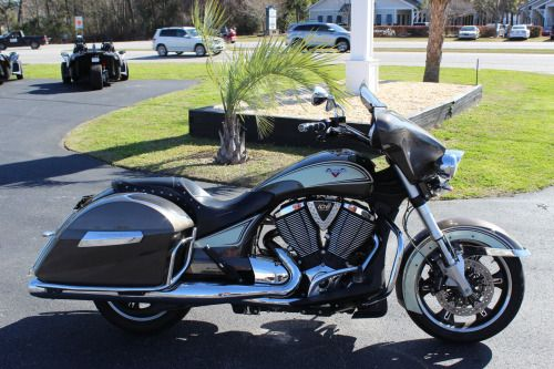 COASTAL INDIAN MOTORCYCLE 2014 VICTORY CROSS ROADS LOADED!! ONLY $11,999.00