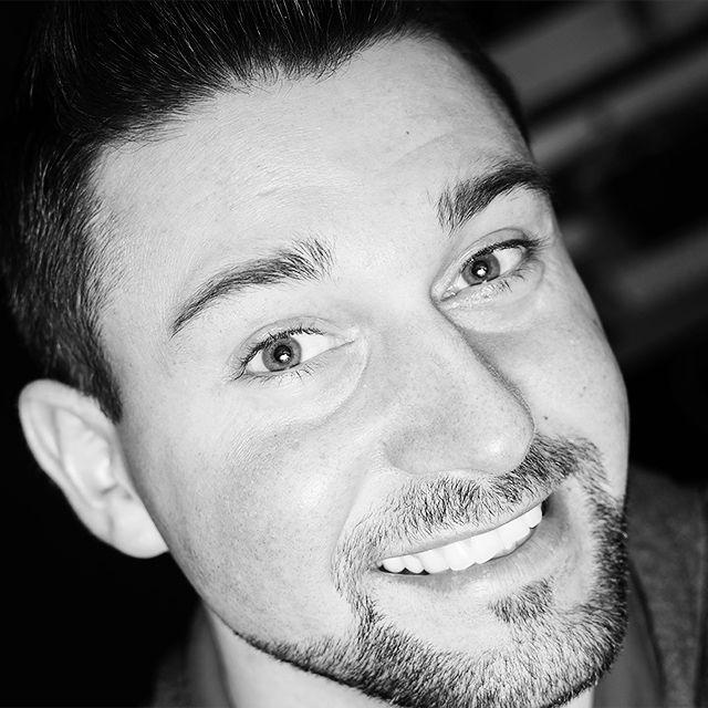 #goodevening #smile #saturday #weekend #wochenende #happy #blackandwhite #man #portrait #photography #eyes #augen #schwarzweiss