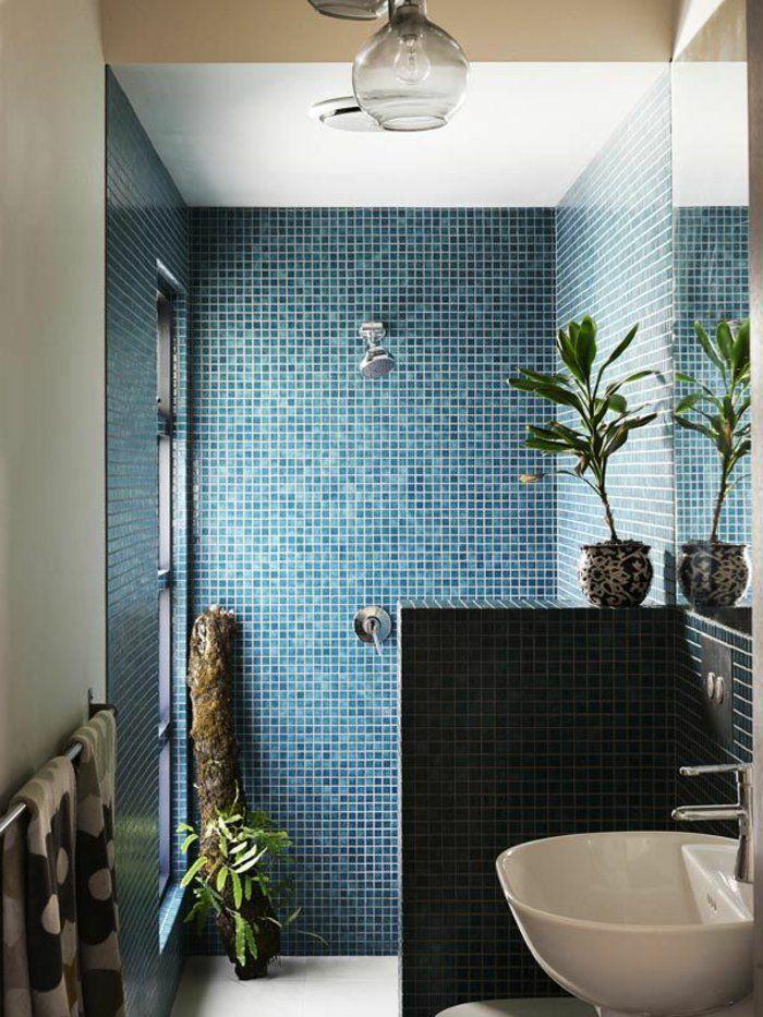 jolie mosaique bleu fonc dans la salle de bain moderne - Carrelages Brun 70s Salle De Bains