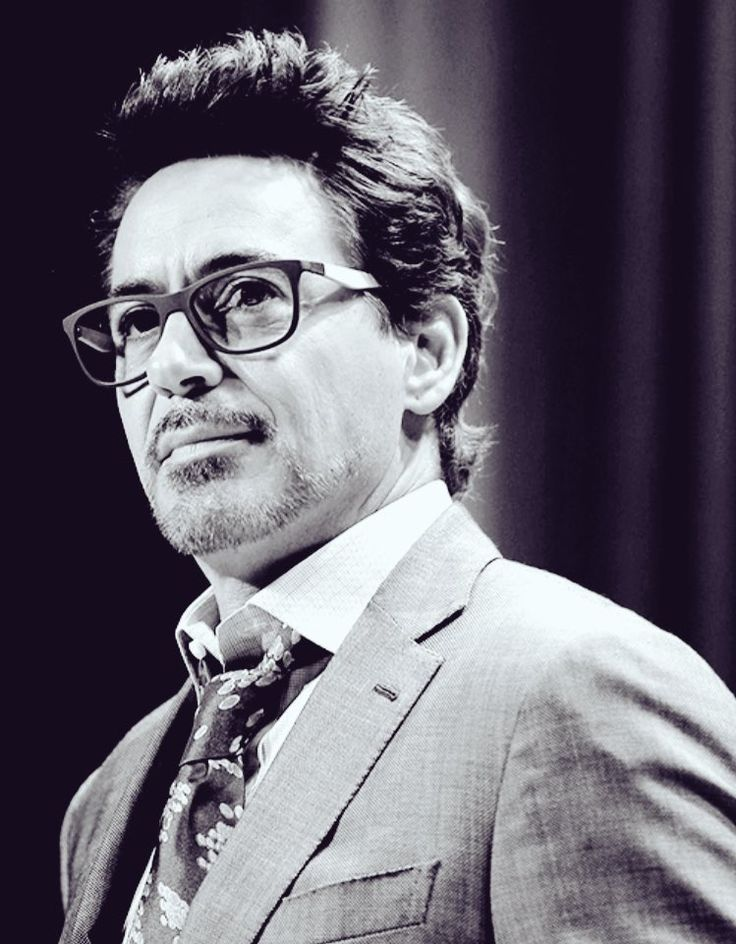 Robert Downey Jr and that little curl at the back of his neck. ❤️❤️