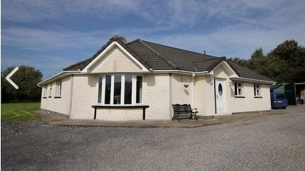 4 bedroom bungalow set amidst 1 acre3 w.cApprox 4 km from Tipperary town, 1 hr from  Cork and 45 mins from Limerick Ensuite off master bedroom with power showerSolid fuel stover in kitchen/DinerBack boiler