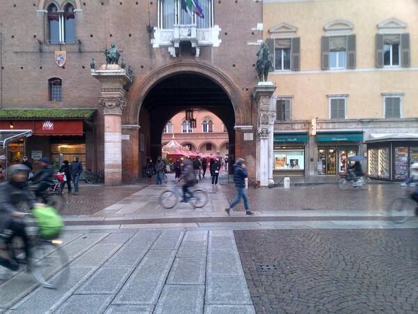 """@Giovanni Linares Sedda: """"#Correre in #Emilia: capita, poche gocce d'acqua e il privilegio del runner senza ombrello e senza mezzo #scattidicorsa"""""""