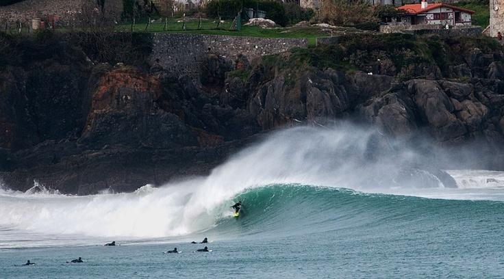 Mundaka, he aquí por qué lo llaman el mejor tubo de izquierda de Europa Cheque el video en surfline: http://www.surfline.com/video/webisodes/mundaka-barrels_92028