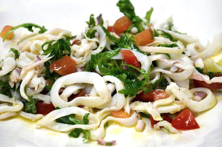 insalata di calamari con rucola e pomodoro