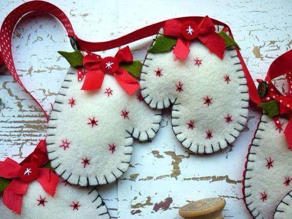 Felt christmas mitten ornaments