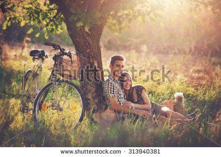 Picknicken Stockfotos und -bilder | Shutterstock