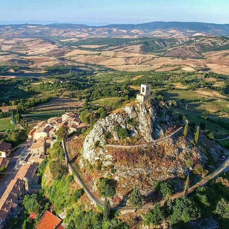 The superb Campiglia d'Orcia a magic place of Tuscany . We  Tuscany #wonderful #toscana #aerial #view #campiglia #valdorcia #love #toscana #tuscany #nature #travel #instadaily #instacool #instalove #instamood #instatravel #igers #beautiful #italy #ilovetuscany #tuscanyexperience #volgoitalia