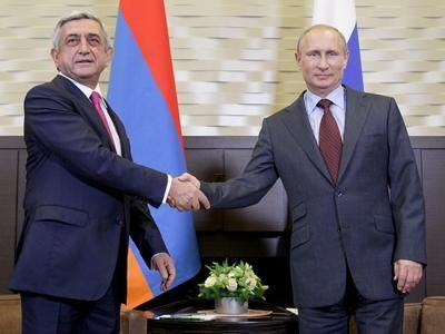 Ermənistan prezidenti Serj Sarkisyan və Rusiya prezidenti Vladimir Putin