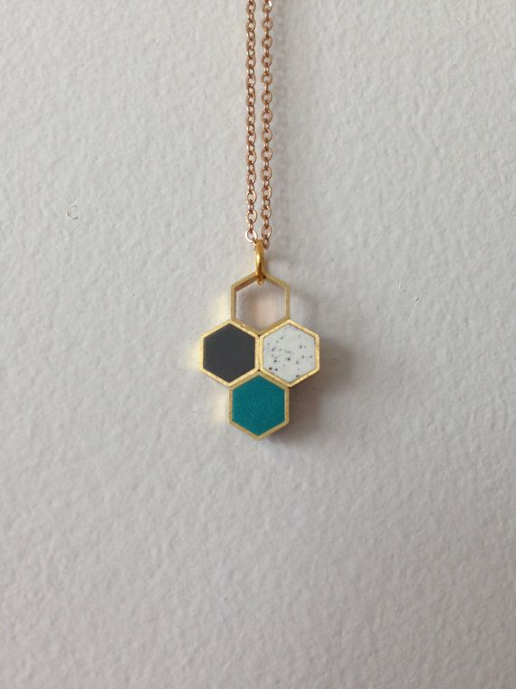 tri-colour honeycomb hexagons pendant por MoonlightForViolet