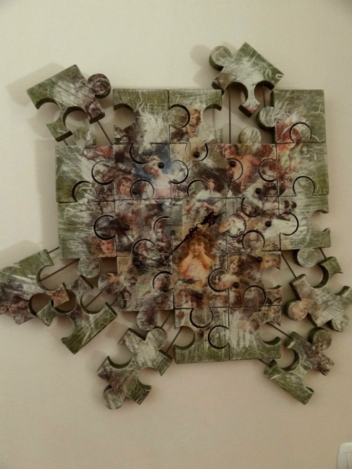 Puzzle family clock