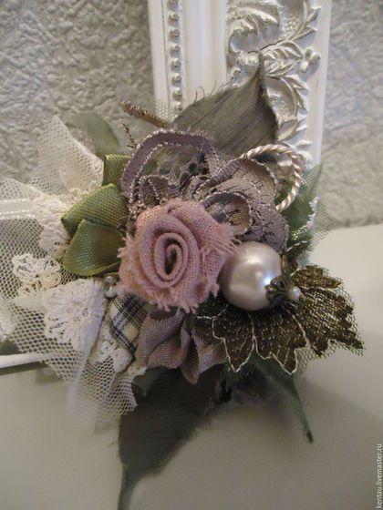 """Броши ручной работы. Ярмарка Мастеров - ручная работа. Купить Брошь """"Роза с бусиной"""". Handmade. Зеленый, текстильная брошь"""