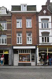 De Stadswal Maastricht  Description: De Stadswal is gelegen in het oude stadscentrum van Maastricht op loopafstand van de St. Servaas basiliek en het Vrijthof. Het hotel is gevestigd in het achterhuis van een prachtig oud herenhuis. In het pand zijn nog vele fundamenten te vinden zoals de Tweebergenpoort de oude toegangspoort tot Maastricht. Overige informatie- Het hotel beschikt niet over een 24-uurs receptie. Bij reservering gaarne verwachte aankomsttijd aangeven zodat een medewerker er…