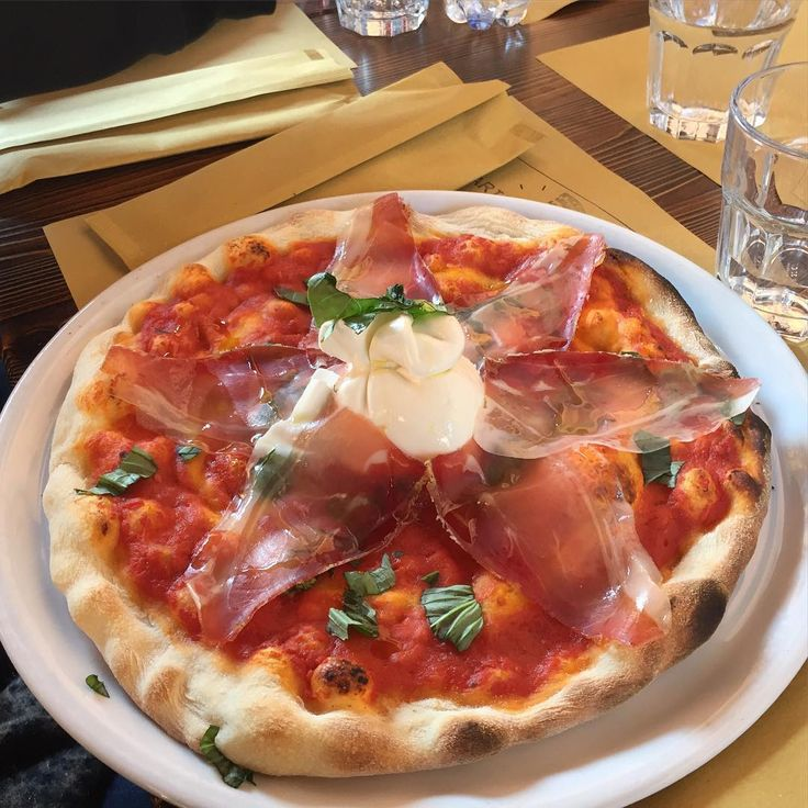 Pizza with burrata and prosciutto. Not mine, but I felt as if you should know. #Pisa www.tuscanysuitsyou.com