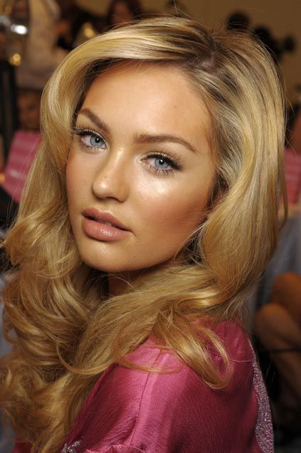 Victoria Secret's Makeup depends on a dewy bronzed skin , rosy nude lips and shimmery eyes with lush lashes