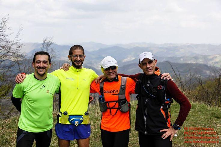 """Foto di gruppo per alcuni dei partecipandi alla """"100 alla 100"""" in preparazione dela 100km del Passatore."""