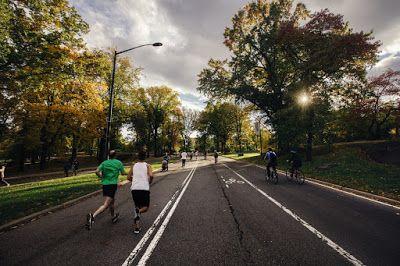 Lari adalah salah satu bagian dari kegiatan olahraga. Lari juga merupakan olahraga yang paling hem...