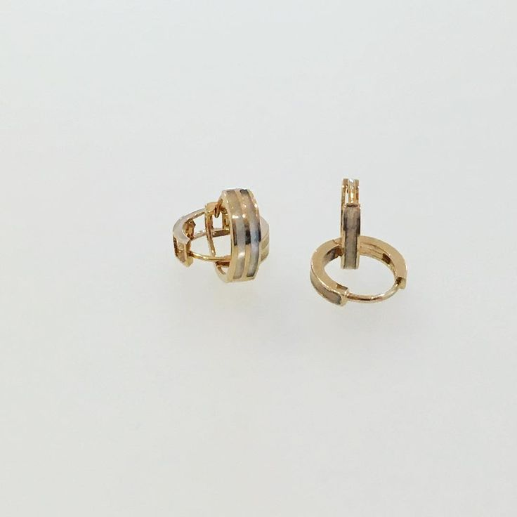 Perfect every day earrings.... yellow gold huggies with mother of pearl details ✨ #jewelry #jewellery #jewelrygram #earrings #detail #accessories #pretty #present #gift #girls #prom #proposal #wedding #bride #bridesmaids #photooftheday #picoftheday #instalike #instagram #instalove #instafashion #fashion #toronto #to #luxury #love http://gelinshop.com/ipost/1521108270810863171/?code=BUcD-nClxZD