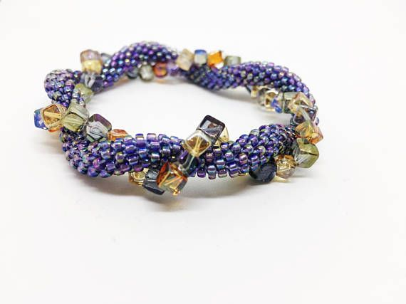 Bracelet without clasp with multicoloured square beads