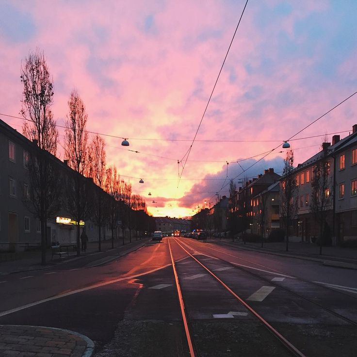 Beautiful pink sky in #Gothenburg this morning! Share your sunrise photos with us ➡️ #thisisgbg