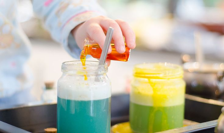 Inspired by Halloween, here is an invitation to play you can set out for your children to create magic potions. Involving mixing, stirring and making things, the magic potion station is a winner!