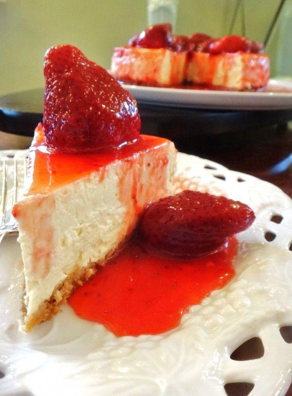 Helena Gasparetto  » Cheesecake com  cobertura de morangos