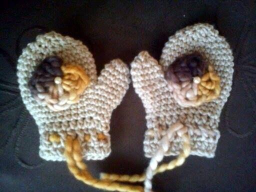 Mitones de niña a crochet / Crochet girl mittens  Visit www.facebook.com/hilaria.hechoamano pedidos y consultas hilaria.hechoamano@gmail.com