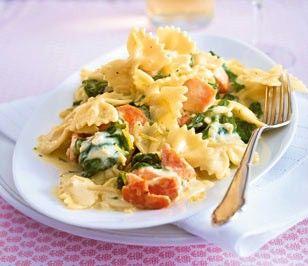 Das Rezept für Lachs-Spinat-Farfalle und Zitronen-Crème-fraîche und weitere kostenlose Rezepte auf LECKER.de