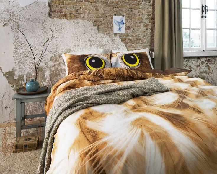 Dit opvallende Dreamhouse Bedding Crazy Owl Taupe-dekbedovertrek creëert een trendy uitstraling in je slaapkamer. Het dekbedovertrek heeft een print van veren die het lijf van een uil moeten voorstellen. Het overtrek wordt geleverd met bijpassende kussenslopen met daarop de ogen van een uil met een felle blik. Dit maakt het beddengoed helemaal compleet. Leg een paar mooie sierkussens op je bed en maak je slaapkamer helemaal af.Het Dreamhouse Bedding Crazy Owl Taupe-dekbedovertrek is gemaakt…