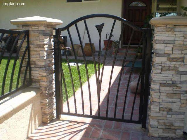 Arquitectura de casas puerta de reja decorativa en una - Rejas decorativas ...
