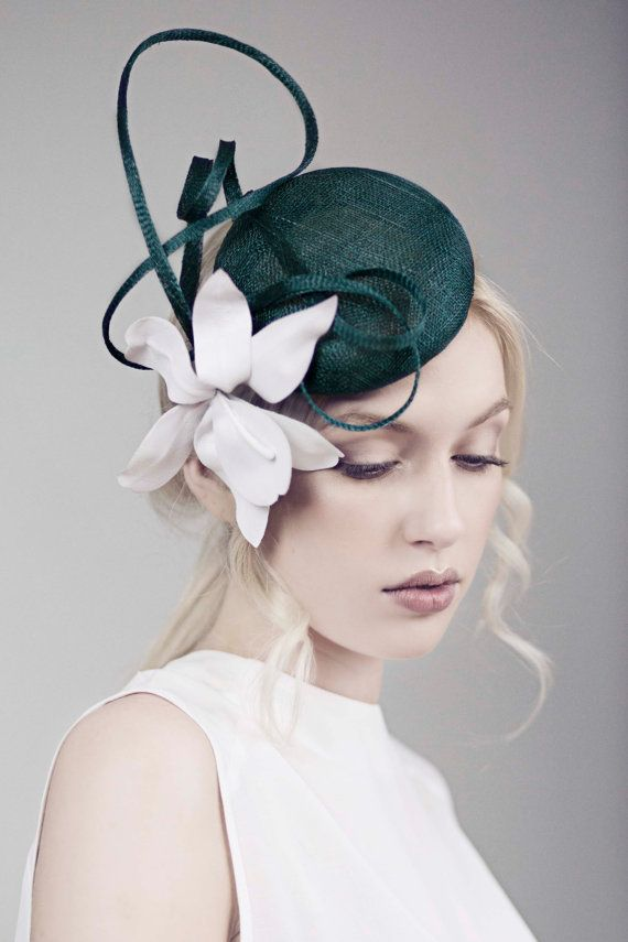 Races Hat Orchid Headpiece Flower Fascinator por MaggieMowbrayHats
