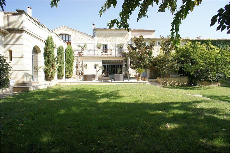 Maison de caractère recherche nouveaux propriétaires !    Magnifique propriété à vendre chez Capifrance à Montpellier : 1400 m², 22 pièces dont 9 chambres.    Plus d'infos > Véronique Chanvin, conseillère immobilière Capifrance.
