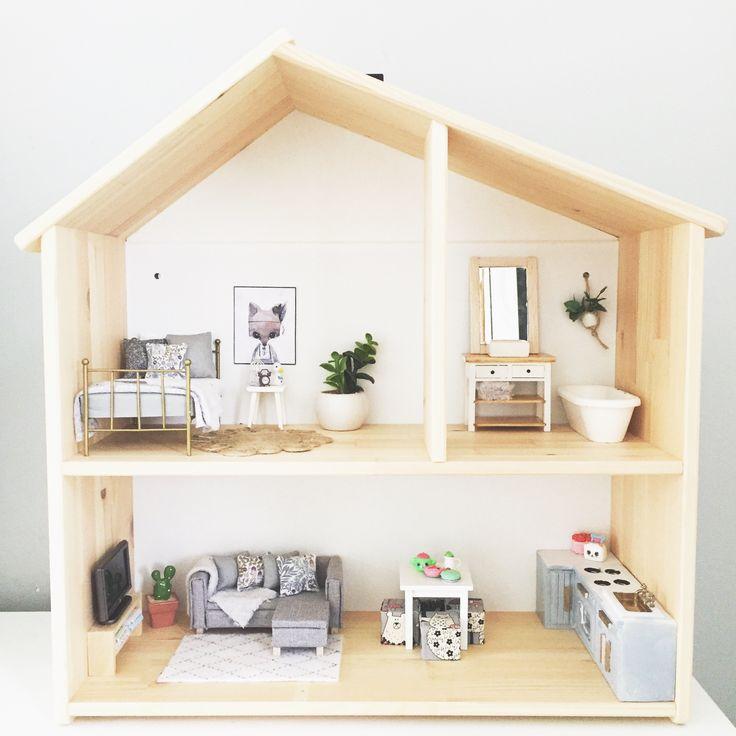 IKEA Flisat Modern Dolls House renovation in 1:12 scale, modern miniatures, dolls house kitchen ideas,  DIY, photo by @onebrownbear on Instagram