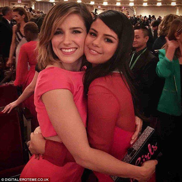 Cuddling up: Selena posed alongside former One Tree Hill star Sophia Bush ...