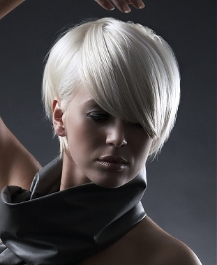A medium blonde straight bob coloured hairstyle by Andrea Beers