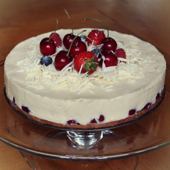 Witte chocolade kersen taart