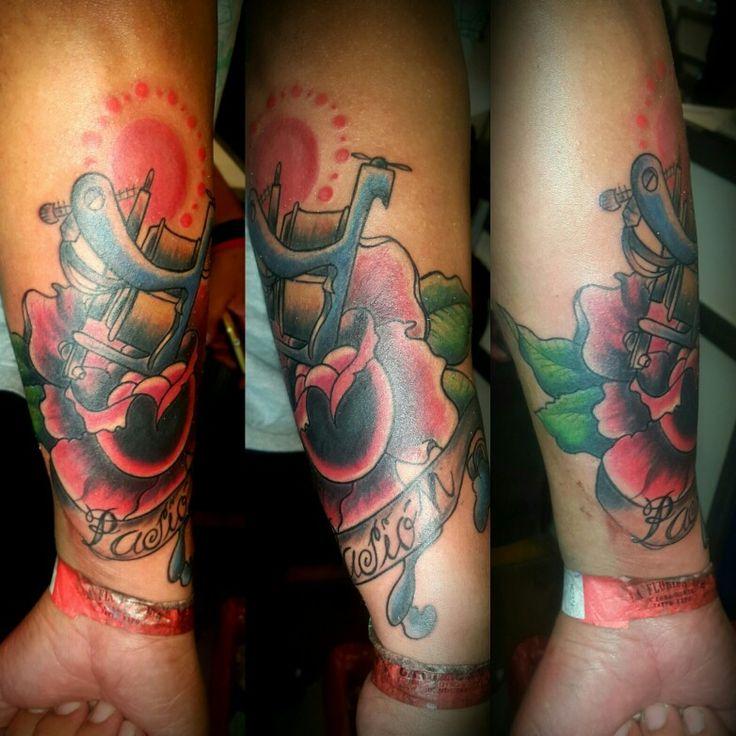 Maquina de tatuar y  rosa tattoo tradicional by griselda tatuadora