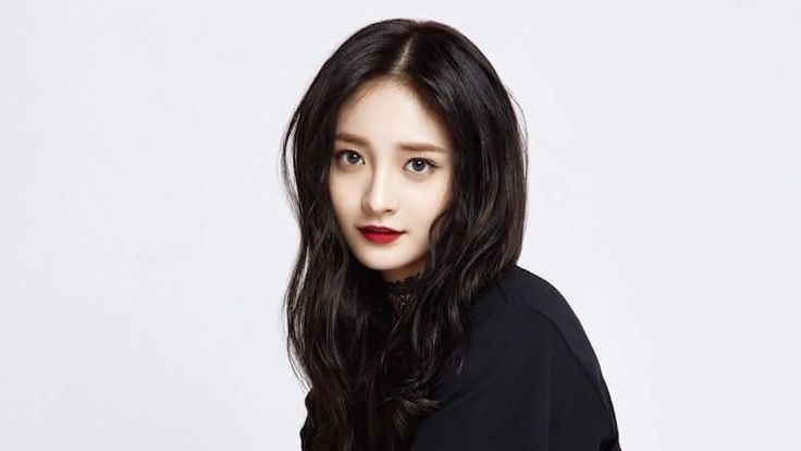 On January 9, Pledis Entertainment denied the rumors that PRISTIN's Kyulkyung will leave the group.