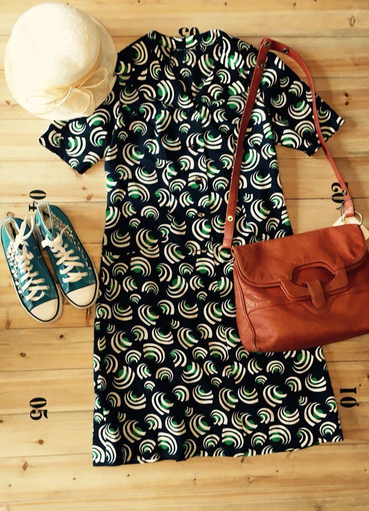Vintage outfit! Vintage stress, Converse & Leather bag!