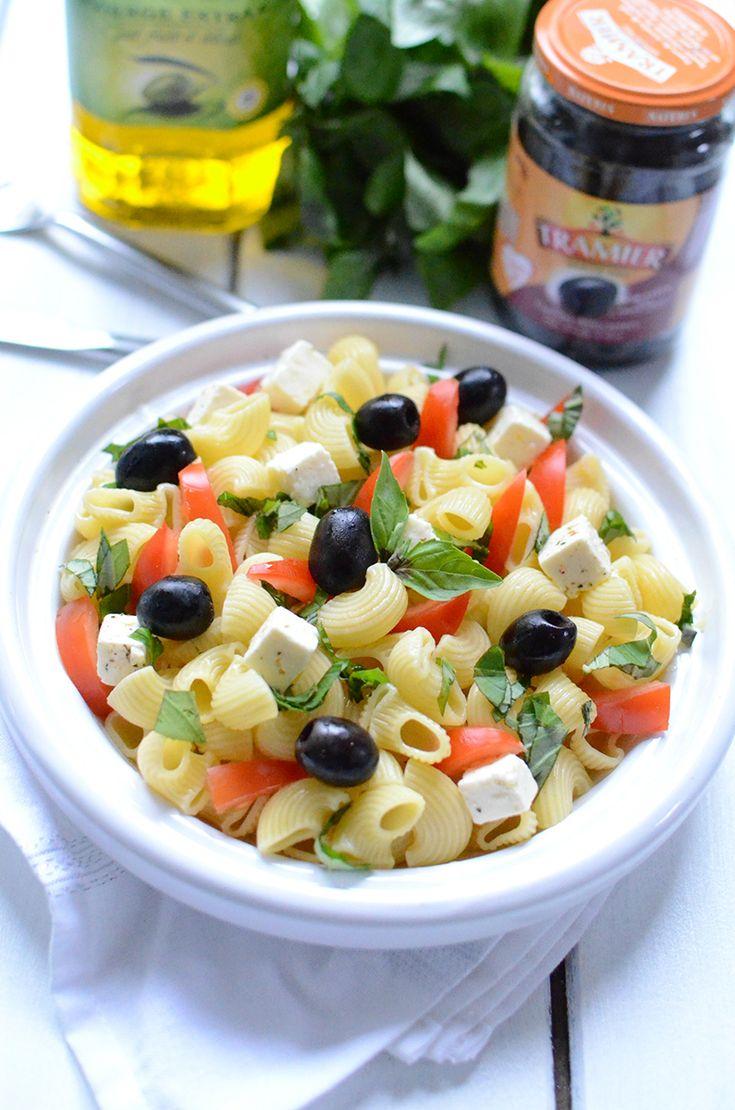 Comment préparer les pâtes autrement qu'en sauce...   Vous cherchez une idée de recette de salade de pâtes ? Inspirez-vous de notre recette simple et colorée avec des ingrédients à la portée de tout le monde.  Une recette rapide pour un