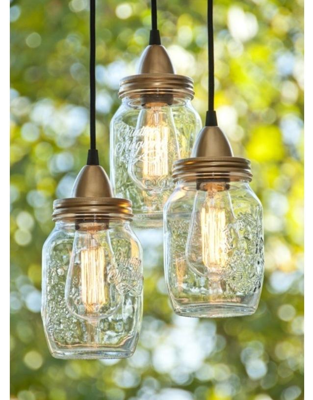 Lampes suspendues, avec des bocaux..