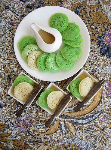 Serabi (Indonesian Rice Pancakes) #Indonesian recipes #Indonesian cuisine #Asian recipes #Asian cuisine http://indostyles.com/