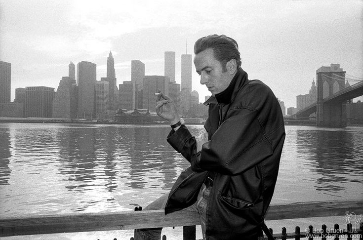 Joe Strummer in NYC by Bob Gruen, 1985