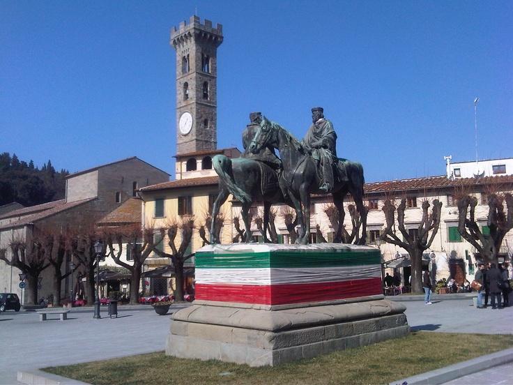 Fiesole tricolore per i 150 anni.  Opera di Andrea Chiarantini